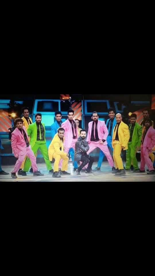 Aashiq banaya apne  #DID6 #grandfinale #throwback #performance #thanks to all great dancers also .. & also thanks to @shyamcrazylegs08 for his blinki welcoming 😉..