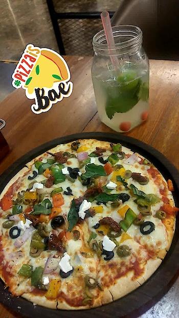 #pizzaisbae #foodporn #weekendvibes #foodie #onmyplate #twinklewithmystyle #pizzaisbae