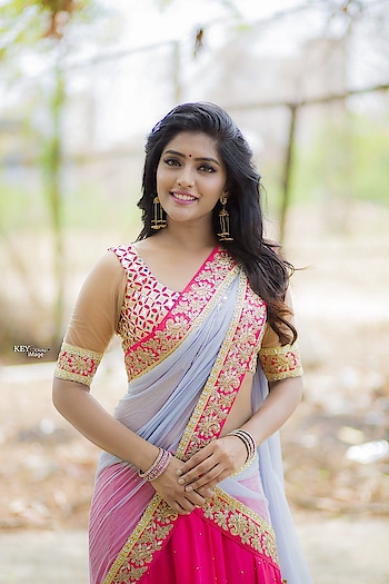 Eesha Rebba in embroidered half saree #eesharebba #southindianactress #teluguactress #tollywood #tollywoodactress #southindiangirl #halfsaree #halfsarees #halfsareesblousedesigns #longskirt #embroiderylove #embroiderywork #embroiderylove #embroideredsaree #fashion #style #indianfashion #indianstyle #indiandress #weddingdress #weddingwear #pinkskirt #rongoli