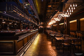 """LATEST IN TOWN - THE FLYING SAUCER CAFE, LUCKNOW  """"And, we've got a new cafe in Lucknow."""" The phrase that I've been hearing for past 1 year on a regular basis. But how many of them are we really excited about? The recent one that's opened is THE FLYING SAUCER CAFE - Delhi's top restaurant chain, that has been distributing franchisees all over India, and it's now in Lucknow too!   Lavishly spread in a 8300 sq.ft area, the restaurant features the biggest Island Bar with a great mixology menu at Rohtas Arcade - Vibhuti Khand, Gomti Nagar offering Mediterranean, Italian and Pan Asian cuisines. It is an eclectic and ecstatic fusion of a restro bar, while the quirky interiors feature a myriad of seating options, ranging from upholstered loungers and single seats to high wooden chairs. Pale lighting creates a perfect aura for relaxing and partying inside this virtual spaceship. The cafe has an ancient European feel to it with a half indoor-outdoor area, basically for people who would like to sit and smoke while eating!  Flying Saucer Cafe is the current most vibrant place and one of the biggest brewery in Town! They serve world cuisine with a modern touch, where the medley of Indian roots and Western accents is sure to delight your palate. The cafe has an expansive menu and has dishes and drinks that can be enjoyed from a 15-year-old to a 70-year-old.   When I visited the place, I tried a few dishes and drinks that tempted me to try some more, so below is a review of all those with names. Take a look..  Drinks : The Mediterranean Smoothie - A mix fruit smoothie, majorly with orange pulp and strawberries. Such a sweet refresher with crushed ice on top to soothe your glands.   Main Course : 1.) Pasta Alfredo - Just like any other cafe presentation, in a pan with slices of garlic bread and topped with black olives. However, the cream cheese was nicely blended with the penne and it tasted delightful! 2.) Veg Dumplings - Beautifully presented in a bamboo steamer to keep them ho"""