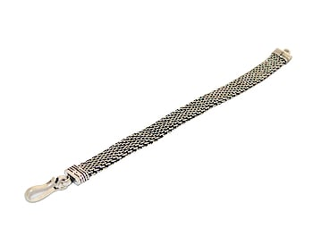 Silver bracelets for women and men give style and luxury for all looks. Fancy and fashionable this bracelet has proven most successful complements for your style. #silverbraceletsformen #silverbraceletsforwomen #silverbracelet