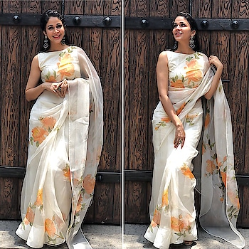 Lavanya Tripathi in a Picchika saree and Prade jewels at #ManognaSanjana movie muhurat puja. Outfit design by Neerajaa Kona #lavanyatripathi #southindianactress #neerajakona #neerajaakona #teluguactress #tollywood #indainactress #indiangirl #indianmodel #actressinsaree #saree #sari #picchika #picchikasaree #picchikadress #floral #floralsari #floralsaree #whitesaree #whitesari #fashion #style #indainstyle #indaindress #indianfashion #southindianfashion