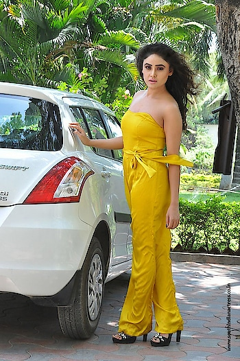 Sony Charishta at Mela movie Teaser Launch wearing yellow strapless dress http://www.southindianactress.co.in/telugu-actress/sony-charishta/sony-charishta-mela-teaser-launch/  #sonycharishta #southindianactress #teluguactress #tollywood #tollywoodactress #indianactress #indiangirl #indianmodel #yellow #yellowdress #strapless #straplessdress #offshoulder #fashion #style #styles