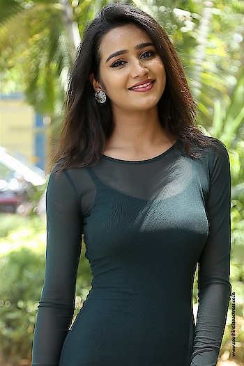 Simran at Mela Teaser Launch http://www.southindianactress.co.in/featured/simran-at-mela-teaser-launch/  #simran #southindianactress #teluguactress #tollywood #tollywoodactress #indianactress #indiangirl #tightdress #hotactress #fashion #Style
