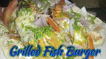 Grilled fish Burger at Paratha On Wheels Indore || Foodies flavour || indori zayka || Indore food   #grilled #fish #grilledchicken #burger #indore #indian #food #foodporn #foodiesflavour #foodieee #paraantha #grilledchickenonwheels #indorefood #foodlover
