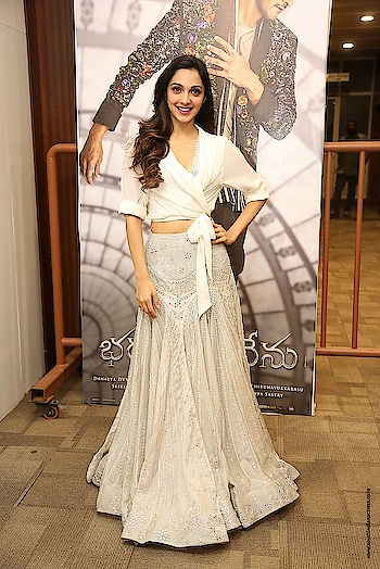 Kiara Advaniattended the success meet ofBharat Ane Nenuwearing an embellished long skirt paired with cropped shirt byShriyaSom. http://www.southindianactress.co.in/featured/kiara-advani-bharat-ane-nenu-success-meet/  #kiaraadvani #bollywoodactress #bollywood #indianactress #actress #southindianactress #teluguactress #longskirt #whitetop #whiteskirt #fashion #styles #style #indianfashion #indianstyle #indianmodel #indiangirl #model