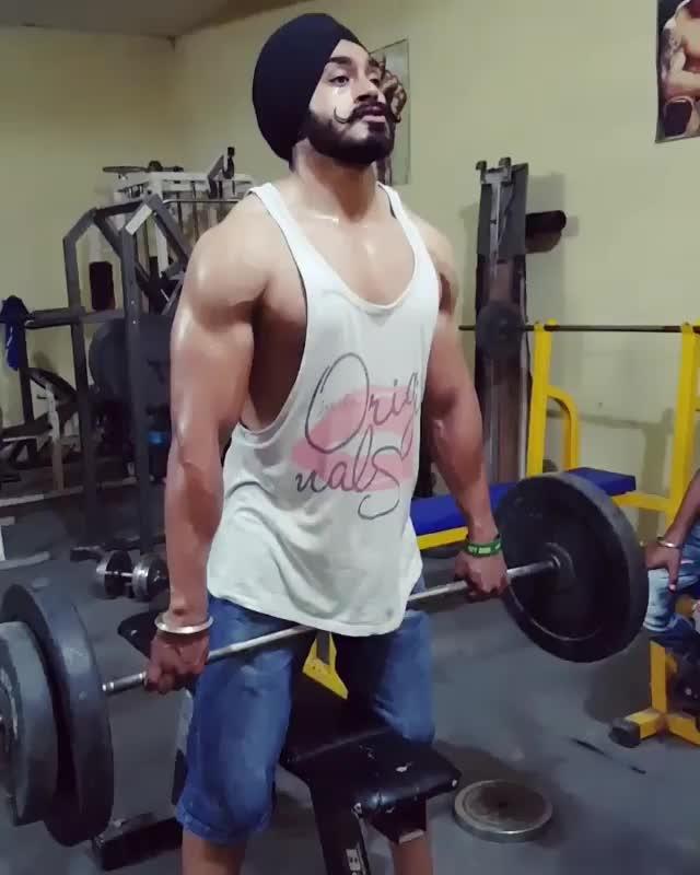 #sardari #sardarji #sohna munda 😉😉😜😜  #attitude #attitudekiller #diljitdosanjh #sardarni #siraaa #bodybuilding