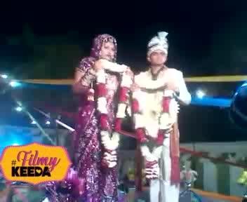 #wedding #dhula_dhulan #wedding-outfits #varmala #fails #epicfail #epicfailphotography #funnymoments #funnydance #fun #vikash #007 #weddingdancesongs #weddingdancefail #filmykeeda