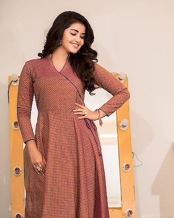 Anupama Parameswaran wearing outfit designed by Asmitha & Madhulatha #anupamaparameswaran #southindianactress #malayalamactress #teluguactress #tollywood #indianactress #indiangirl #indianmodel #actress #actressfashion #actressdress #longdress #maxi #maxidress #fashion #style #styles #asmithamadhulatha #asmithaandmadhulatha