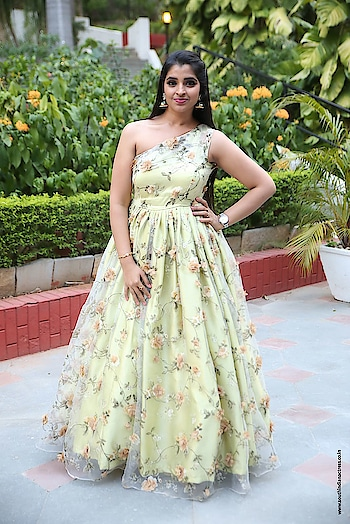Anchor Shyamala at Naa Peru Surya movie success meet http://www.southindianactress.co.in/featured/anchor-shyamala-naa-peru-surya/  #anchorshyamala #shyamala #southindianactress #tollywood #floral #floraldress #longdress #offshoulder #oneshoulder #oneshoulderdress #oneshouldergown #gown #floralgown #floraldesign #gowns #fashion #style #styles #indianmodel #indian #beauty #flowers