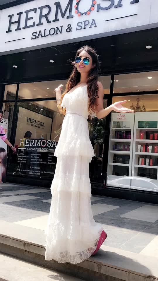 Happy Saturday At My Favourite HERMOSA SALON AND SPA , I'm here to change my hair colour for my USA TRIP so stay tuned 😍😍 : Guys must must must Visit Hermosa salon and spa for all Beauty and Cosmetology Services..and don't forget to use my code HERMOSA_NEHA to avail #amazing #discounts ...😍😍  : #happysaturday #pamperingday #pamperingmyself #pampering #pamperingtime #happyweekend #saturday #happysaturday #vibes #goodvibesonly #white #ootd #ootdfashion #whiteoutfit #beauty #beautyblogger #fashionblogger #nehamalik #model #actor #blogger