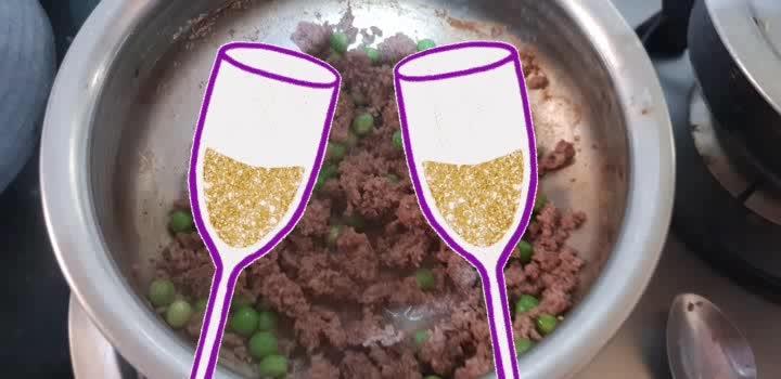 mutton keema samosa part 1 #cheers #food #foodlover #foodloversmumbai #samosas #tastyfood #iftar