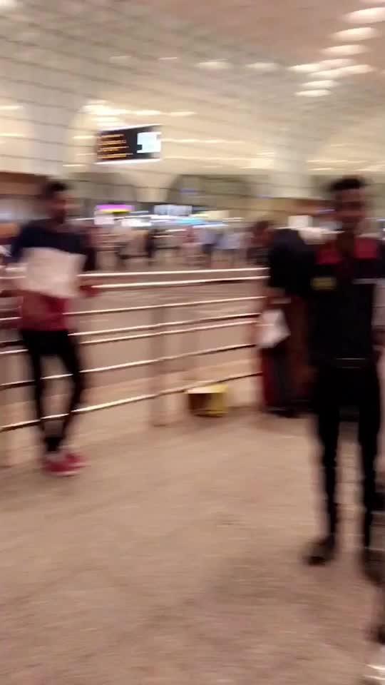 Airport Media😍😍😍 : Time For USA 🇺🇸 TRIP ✈️✈️ SANF FRANCISCO -LOS ANGELES - LAS VEGAS - ORLANDO - NIAGARA- WASHINGTON- NEW YORK  SUPER EXCITED 😍😍😍 : #airportmedia #csiamumbai #chhatrapatishivajiinternationalairport #mumbaiairport #airport #paparazzi #mediaclicks #fans #travelphotography #traveltime #traveldiaries #luxurytravel #usa #usacalling #summervacation #nehamalik #model #actor #diva #blogger #travelblogger