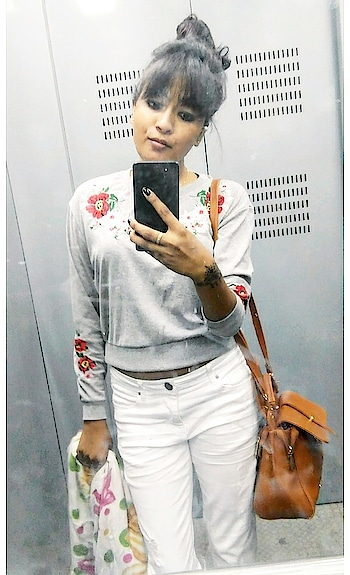 Late Birthday Post!!! . . . . . . . . . . . #birthdaypost  #birthdayoutfit #birthdaylook #outfitideas #outfittoday #croptop #croptoplove #cooltops #embroidery #embroiderylove #whitejeans #whitedenim #whitedenims  #frontbangs #hairstyle #hairstyleoftheday  #hairstylelove  #be-fashionable #woman-fashion #fashion #longhair