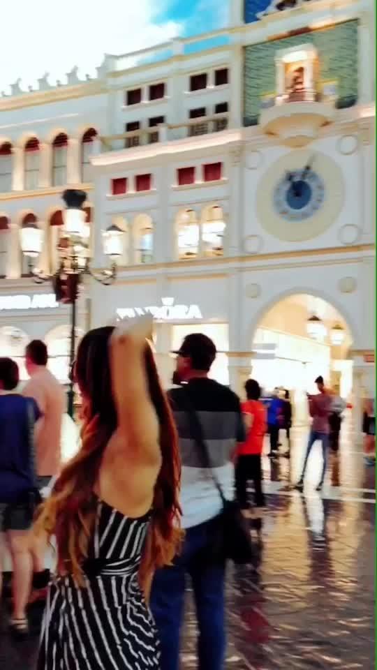VEINCE IN VEGAS... THE VENETIAN HOTEL 😍😍 but MACAU VENETIAN was more beautiful than LAS Vegas 😍😍 #lasvegaswithnehamalik  #usatripwithnehamalik 😍😍 : #thevenetianlasvegas #thevenetianhotel #thevenetian #lasvegasstrip #usatrip #usa #travelphotography #travel #traveller #travelgram #travelgirl #travelgoals #luxuryworldtraveler #luxurytravel #streetphotography #nehamalik #model #actor #travelblogger #instatravel #xoxo
