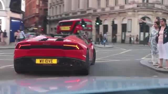 Lamborghini in London #london #lamborghini #huracan #supercars #porche #sportscars #carshow #londondiaries #ropo-post #ropo-video #ropos #ropo-daily #ropo-live #londonstreetstyle #uk #londonforyou #londonforall #londonstreets #londongirl #londontown