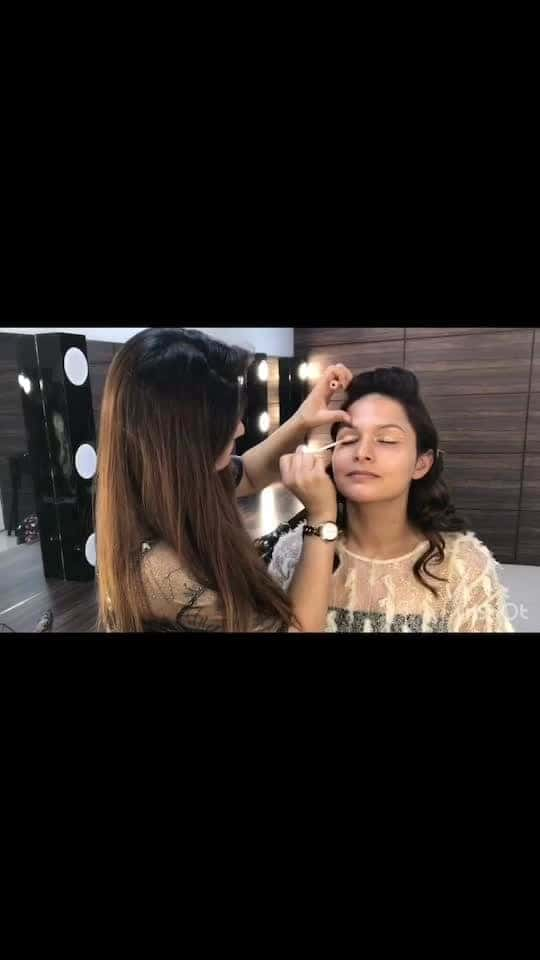 Fashion Airbrush Makeup Tutorial @iwata_airbrush ————————————— @forevermuas @sandinidhar @zayna_anjum_ghazi @kuldeep_hairstylist  Iwata Airbrush Systems ———————————————— Product I use:  @aveneusa cleanser  @hudabeauty Desert Dusk @beautybarindia  @kryolanofficial Derma color corrector & concealer  @maybelline Concealer  @tartecosmetics Eyeliner  @benefitindia Ka-brow  @makeupforeverofficial Concealer @iwata_airbrush  @mistairuk correction, foundation, contour, blush & highlighter  @maccosmetics Lipliner  @inglot_cosmetics Lipstick 💄  @maccosmetics Fix plus 🤩 ———————————————— #fashion #fashiontutorial #makeuptutorial #fashionshoot #video #videoedits #makeupshoot #makeupshot #makeupon #makeuponpoint #makeuponfleek #makeupideas #makeuptime #makeupartist #makeupoftheday #makeuplooks #makeupaddict #makeuplover #makeupart #makeupforever #forevermakeup #forevermakeupacademy #forevermakeupacadmeyandstudio #makeupbyme #makeupbyzayna 🤩