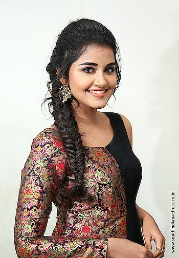 Anupama Parameswaran stills at Tej I Love You 2nd Song Launch wearing black half shoulder gown by Priya Rachakonda and styled by Lavanya Bathina https://www.southindianactress.co.in/malayalam-actress/anupama-parameswaran/anupama-parameswaran-tej-i-love-you-2nd-song-launch/  #anupamaparameswaran #southindianactress #teluguactress #malayalamactress #indianactress #indiangirl #southindiangirl #beautifulgirl #gown #halfshoulder #gownfashion #gownstyle #filmistaan #fashionquationent
