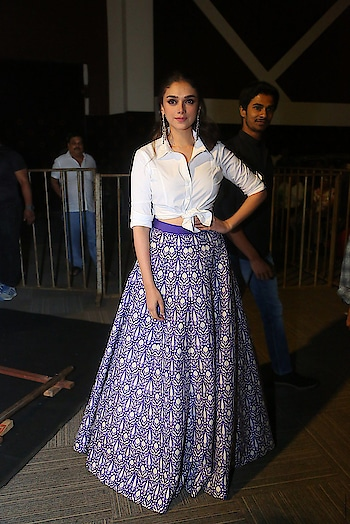 Aditi Rao Hydari at Sammohanam movie Pre-Release Event wearing a blue and white ethnic long skirt paired with a white cropped shirt. She accessorized her outfit with statement earrings from Satyani Fine Jewels.  https://www.southindianactress.co.in/featured/aditi-rao-hydari-sammohanam/  #aditi #aditiraohydari #southindianactress #bollywood #bollywoodactress #indianactress #indianmodel #whiteshirt #ethnicskirt #fashion #style #styles #indianfashion #longskirt