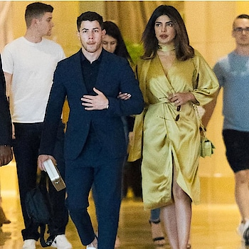 SPOTTED: @priyankachopra & @nickjonas hand-in-hand for a family wedding in #AtlanticCity. Woohoo! Seems like they're officially a couple!