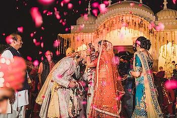 A blend of fun and tradition!  https://www.weddingplz.com/real-wedding/album/anirudh-and-abhinandini-wedding-250 … #wedding #indianwedding #bride #groom
