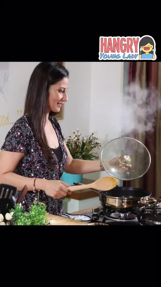 #MeghnasMagicTip While cooking vegetables, sprinkle some water and let the vegetables cook in its own steam. It will get cooked and keep the crunch also. And very little oil is the bonus. 💋💋💋 #ChefMeghna #BeSmart #getintelligent #foodie #foodtips #kitchenhacks #idea #healthy #fresh #crunch #steam #water #intelligent #food #intelligentfood #hungrytv #hangryyounglady