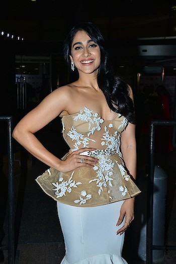 Regina Cassandra stills at Jio Filmfare Awards (South) 2018  in a white ruffled skirt paired with a nude sheer peplum corset. She finished off her look with a pair of diamond earrings and side swept wavy hair! https://www.southindianactress.co.in/tamil-actress/regina-cassandra/regina-cassandra-filmfare-awards-2018/  #reginacassandra #southindianactress #teluguactress #tamilactress #kollywood #indianactress #indiangirl #indianmodel #fashion #corset #peplum #peplumtop #peplumdress #cleavage #hot #hotgirl #hotactress #style #styles