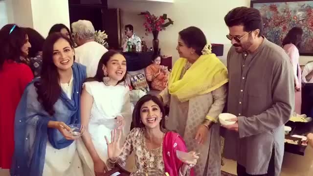 @theshilpashetty ditched her Sunday binge session for Eid binge! @aditiraohydari @diamirzaofficial @anilskapoor and other celebrities gathered at @azmishabana18's house for Eid brunch and we're drooooling! 🤤🤤🤤 #EidMubarak