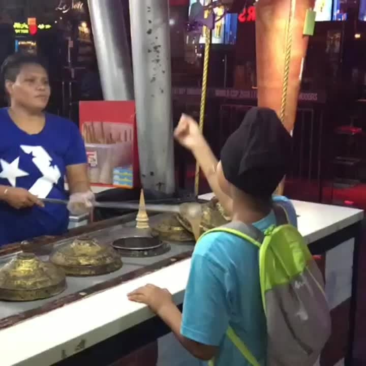 Turkish ice cream delivery😋🤣🤣🤣🤣 enjoy before it melts once you get it 😂🤩😆🤣👍#Singapore #clarkequay #videooftheday #explorationgram #vacationmode #exploraisa #funnyvideos #traveldiaries2018 #lovewhatyoudodowhatyoulove #beautyoflife #fortheloveoflife #icecream #icecreamlover #enjoy #soroposoblogger #soroposo #love #games