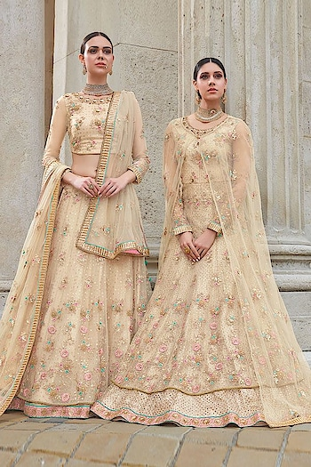 Two Beauties in one frame in an exclusive collection of #floralcreation #Naomi ! Grab this stunning Party Wear #Anarkali or #Lehengacholi @ https://goo.gl/Ca4moH #indianwear #ethnicstyles #missworldhungary #royalty #Anarkalidresses #Lehengastyle #SalwarSuit #BuyOnline #OnlineShopping #sneakpeek #jinaam #floralcreations #USA #India #Canada #Australia #Dubai #UAE #Mauritius #London #Uk #shopnow #manndola