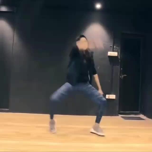 Song : Illegal Weapon |@officialgarrysandhu@jasminesandlas Performer :@ishpreet_dang Choreography :@tejasdhoke . . . #dance #dancer#lovedance #dancelove #lovedancing #dancelover#punjabisong #punjabiswag #illegalweapon #swag #girlswear #hot #sexy #choreographer #choreography #indiandance