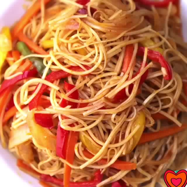 Veg Hakka Noodles #hakkanoodles #veghakkanoodles #noodles #hakka #chinesefood #indochinese #chowmein #vegetarian #vegan #vegetarianrecipes #food #foodie #foodgasm #foodcoma #foodporn #buzzfeeedfood #yum #yummy #yummylicious #tasty #recipe #recipevideo #recipeoftheday #love