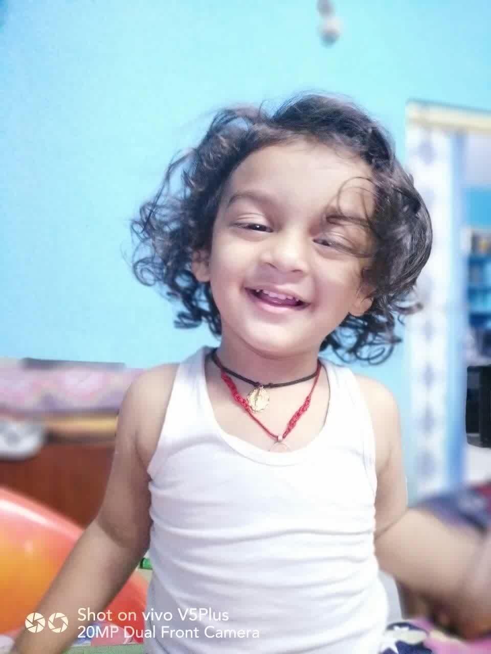 thecuteboy#curlyhair#very_fair #albanian #cutieee #smilee #alwayshappy #ummaa