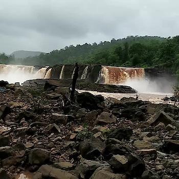 #giradhodh #girawaterfall #fantasticfall #me #waterfall #amezing #forest #instalovers #instagood #thefall #tourism #world #naturelovers #nature #saputara #hillstation #climatechange #public #girlsandboys #enjoy #insta #journey #gujrat #best #friends #😊 👇👌