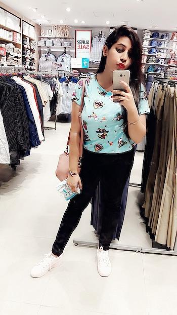 In love with that funky cartoon print top💗 with those beautiful pink sneekers👒 #ootd #ootding #ootdroposo #daylook #sexy-look #natural-look #summer-looks #ropo-look #snekeerswitheverything #snaekers #sneakers #pinksneakers #casual-clothing #casual-wear #casuallook #roposo #roposo-style #roposo-fashiondiaries #roposo-makeupandfashiondiaries #roposo-good #soroposo #soroposoblogger #soroposo #summer-style #summer-fashion #shopping #women-branded-shopping #shoppingtime #shoppingtherapy  @roposocontests @roposobusiness @roposotalks