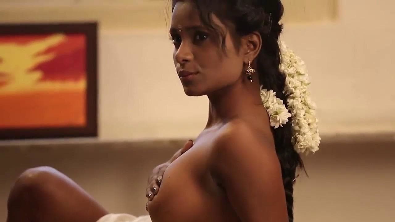 Hot Girl Topless in Saree