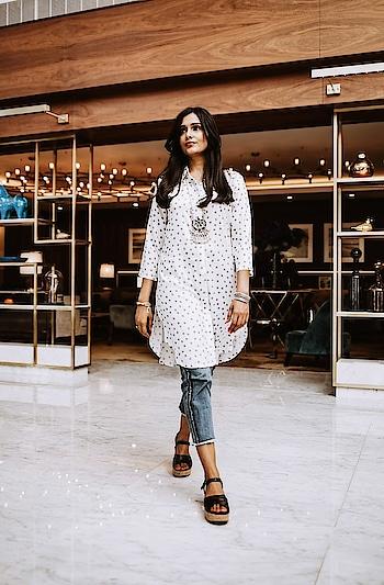 White Printed Kurta with Cropped Jeans  #kurti #whitekurti #whiteprinted #whiteprintedtop #kurtitop #croppedjeans #fashionblogger #travelblogger #roposofashionblogger #roposo-fashiondiaries #ropo-style