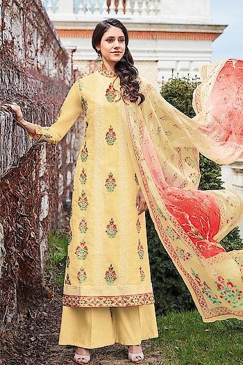 Easy Breezy #Yellow #lawncotton Straight Cut Style Suit available @ https://goo.gl/qwWq8e #newarrivals #shoponline #summercollection #jinaam #manndola #digitalprint #digitalprinted #summerhues #eidsale #bakraeid #bakraeidsale #jashneeid #sneakpeek #summerwear #indianfashion #USA #India #Canada #Australia #Dubai #UAE #Mauritius #London #Uk #shopnow