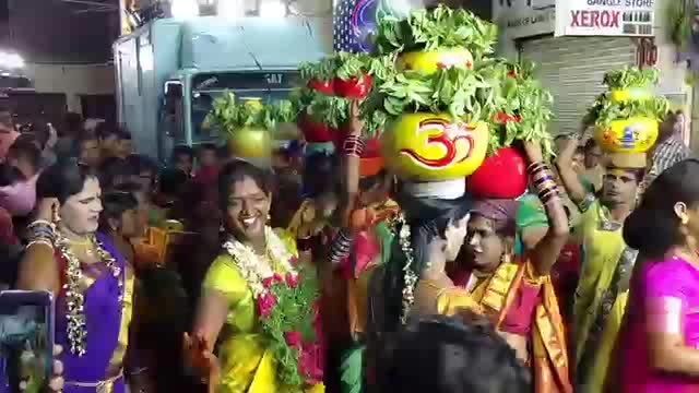 bonalu in hyderabad # hahat#comedyclips #roposo-dance #ropo-style #ropo-good #celebritylook #vintage_fashion #fuuny #funnyquotes  #dances