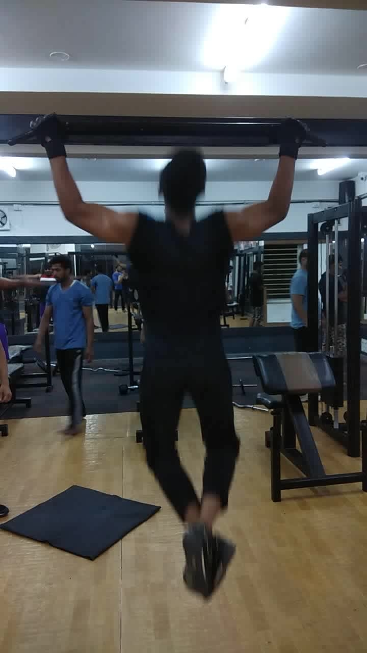 pull-ups 🏋💪 . . . . #gym #gymlovers #gymselfie #gymphoto #fit #fitness #fitnessfirst #fitnessgoals #fitnesslover #fitnessforlife #fitnessmodels #fitnesstrainer #fitnessmotivations #fitnessvlogs #fitnessbody #workout #workoutmotivation #workouttime #workoutvideo