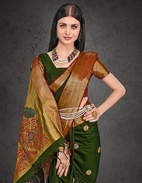The embroidered circles on this olive green drape and the royal sewing on its dazzling pallu is so statuesque.   Buy now >> http://bit.ly/2noZ621  #saree-in-new #cottonsaree #aura #embroidered #newcollection #trendingnow #trend-alert