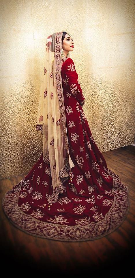 Bride in red ♥️ This bridal trail gown looks strikingly beautiful with the green kundan jewelry set! MUA @jaspreetbhamramakeupartist perfectly beautified the look!! Head over to our stores or log on to www.rentanattire.com and know more about us!!  #rentanattire #fashiononrent #differentisbeautiful #red #bride #bridalwear #bridalmakeup #photoshoot #beauty #bridaljewelry #kundanjewellery #bridallehenga #rental #mua #shoot #weddingfashion #weddings #indianweddings #wedmegood #bridalaffair #fashion #style #bridal #brides #bigday #weddinghour #potd
