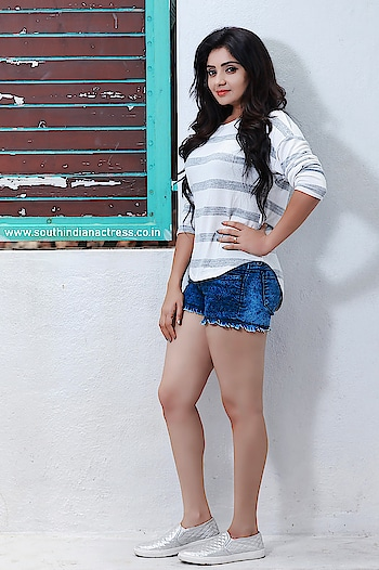 Karunya Ram #karunyaram #southindianactress #southindianmodel #indianmodel #indianactress #indiangirl #southindiangirl #actress #fashion #style #styles #casual #summerwear #monsoonstyle #shortjeans #girlinshorts #shorts #modelphotography #modelphotoshoot #kannadaactress #kannadagirl #hotlegs #hotgirl #hotindiangirl #beauty #beautifulgirl
