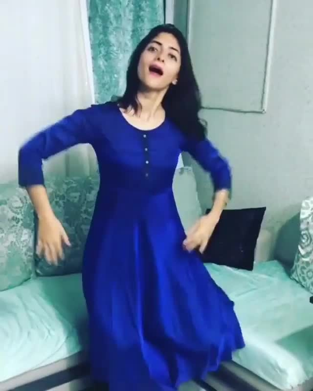 for my followers... #love #dance #video #dancer #dancerslife #roposo-dance #songs #bollywoodstylefile #bollywood #bollywooddance #hot #trendingpost #popular #indian #girls #ropo-girl #traditional #ropo-beauty #beautifulgirls #awesomevideo