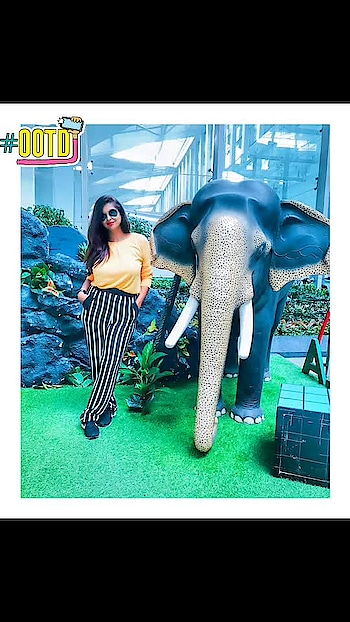 Ooh ooh tee Dee 😃 ✨ on the way ✈️ . . #reneethereborn #popxoblogger #plixxoblogger  #blogger #beauty #black #partydress  #delhiblogger #bold #socialmediainfluencer #fashioninspo #summerfashion #stripes #yellow #bright #airportfashion #ootd #wanderlust #travelblogger #orange #monochrome #roposolove #soroposo #roposostyle #roposofashion #fashionista #ootd