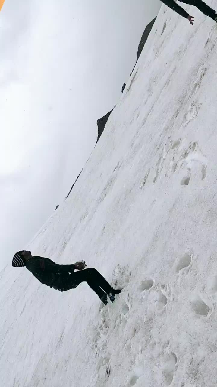 masti at snow..#snow #snowing #trekking #throwbackpic #ropo-love #roposo-style #roposome    #roposo-good #travel-diaries #ropo-video #roposing #friends #best-friends #roposostar