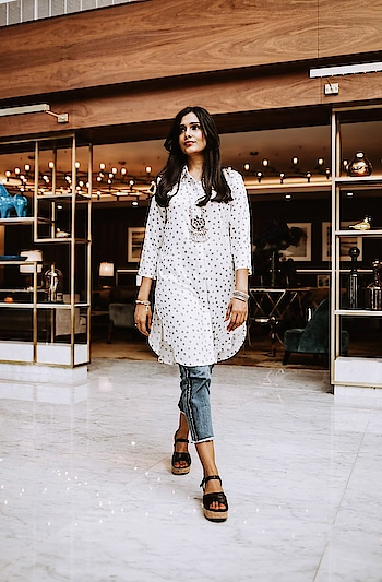 White Kurti Top  #whitetop #whitekurti #andtop #white #summer #summer-style #summerfashion #summertop #summerstyle #styleadvice #cropjeans #cropdenimjeans #accessories #silverjewellery #silverearrings #silvernecklace #silverjewellery #blackwedges #fashionblogger #roposofashionblogger #ropo-fashionblogger #ropo-style #ropo-fashiondiaries