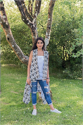 Vintage Pattern Printed Shrugs  #summers #summerfashion #cape #shrug #vinatge #patterns #patternprinted #whitetop #ruggedjeans #summerlook #everydayoutfit #everydayoutfitinspiration #outfitinspiration #styleadvice #ootd #summerstyle #roposo-style #roposo-fashiondiaries #roposofashionblogger #roposo-fashion