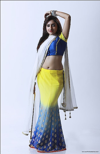 Sukrutha Deshpande #sukruthadeshpande #southindianamodel #southindiangirl #halfsaree #southindianfashion #southindianstyle #navel #hotnavel #indiannavel #hot #hotgirl #hotfashion #longskirt #skirtandblouse #skirtandtop #fashion #woman-fashion #hotfashion
