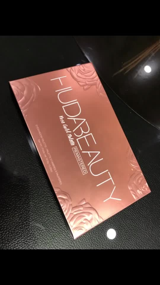 HUDA BEAUTY Rose Gold REMASTERED Eyeshadow Palette 🎨 Received Yesterday |Can't wait to use this amazing palette| 😍😍😍😍😍@makeup_by_zayna @dubai  #hudabeauty #shophudabeauty #hudabeautyremasteredrosegoldpalette #hudabeautydesertdusk #hudabeautyrosegoldpalette #lovehudabeauty #hudabeautymakeup #hudabeautydubai #instamakeup #makeupartist #makeupartistdelhi #makeupartistindia #makeupartistsworldwide #instagood #forevermakeup #foreveracademy #foreverstudio #makeupbyzayna 👩🎨
